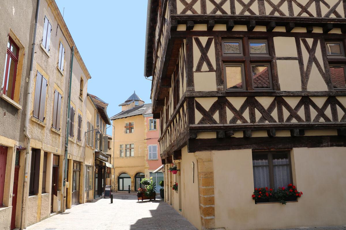 CHARLIEU - Centre historique